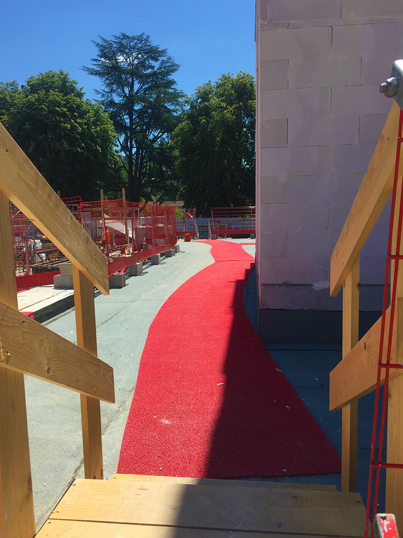 tapis-rouge-dalle-beton